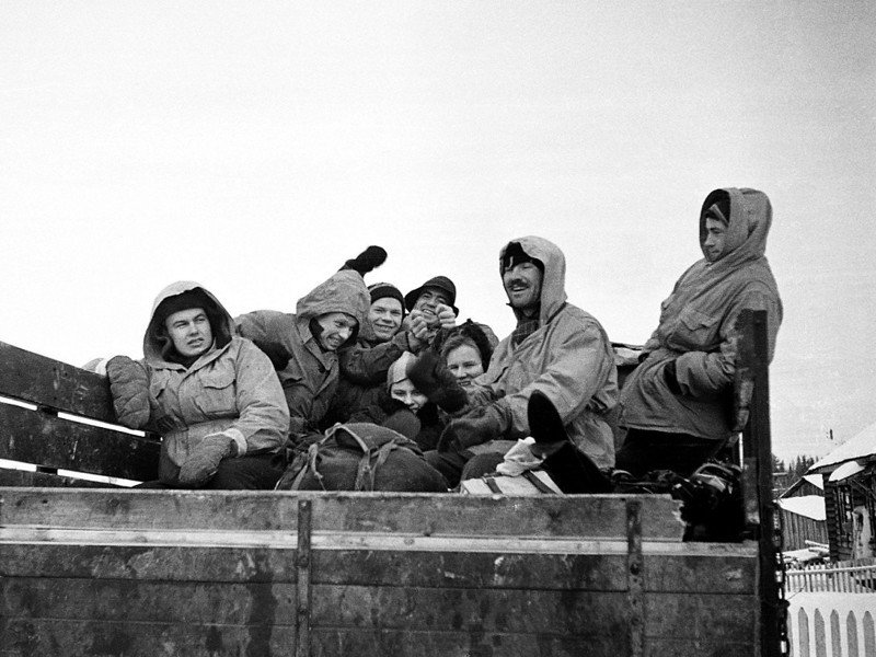 登山團隊正驅車前往死亡之山。圖/取自迪亞特洛夫事件網站