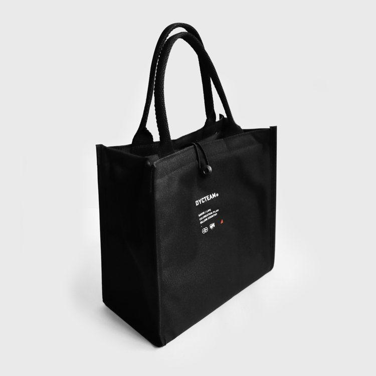 DYCTEAM年節伴手禮組合的專屬保冷袋。圖/DYCTEAM提供