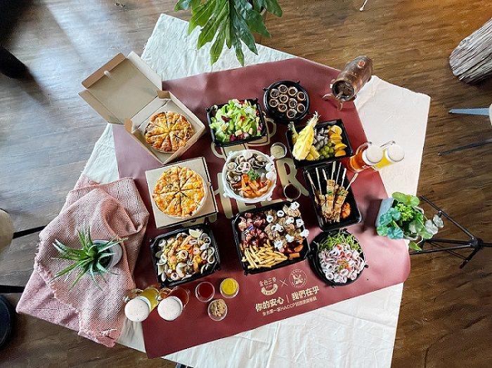 「Lets Bandoh一起辦桌」10人份桌宴6千元起。圖/金色三麥提供
