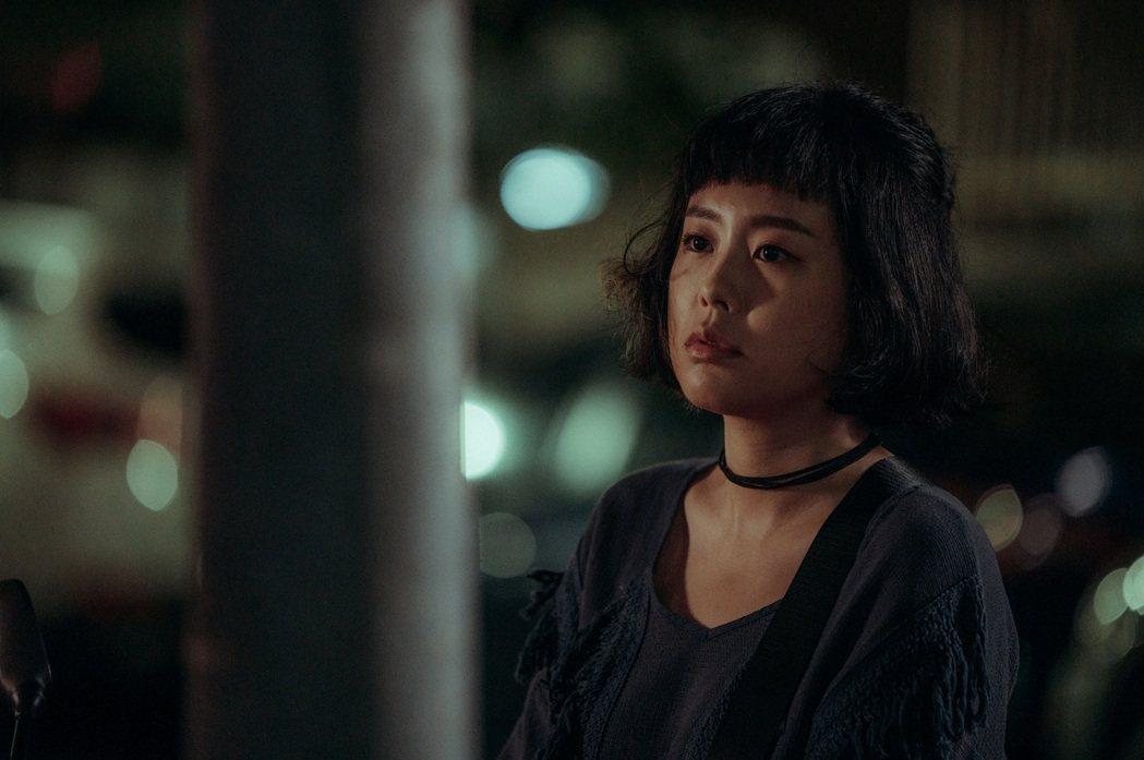 孔令元主演「白日夢外送王」,劇中飾演造型多變的網紅。圖/公視提供