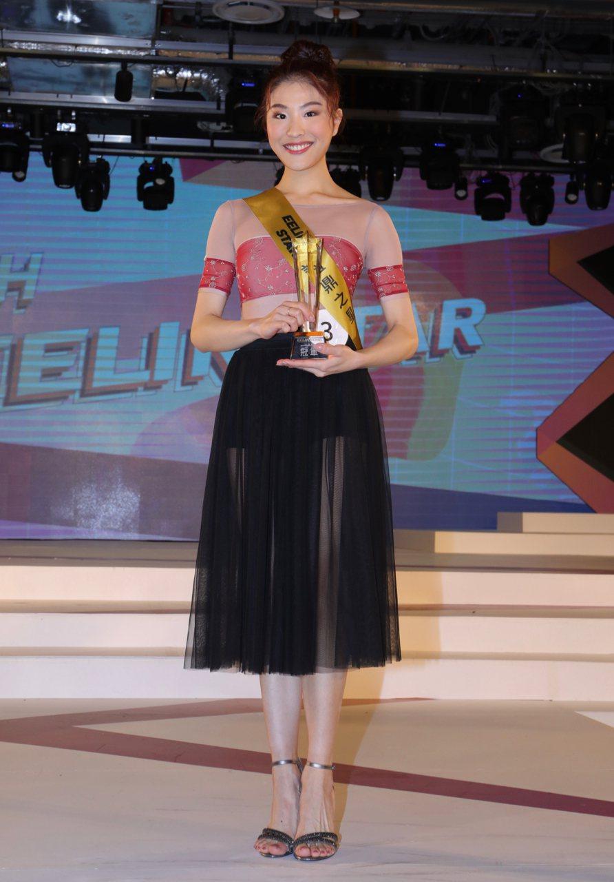 陳郁臻為演藝組冠軍,覺得比賽的過程很難得。圖/伊林娛樂提供)