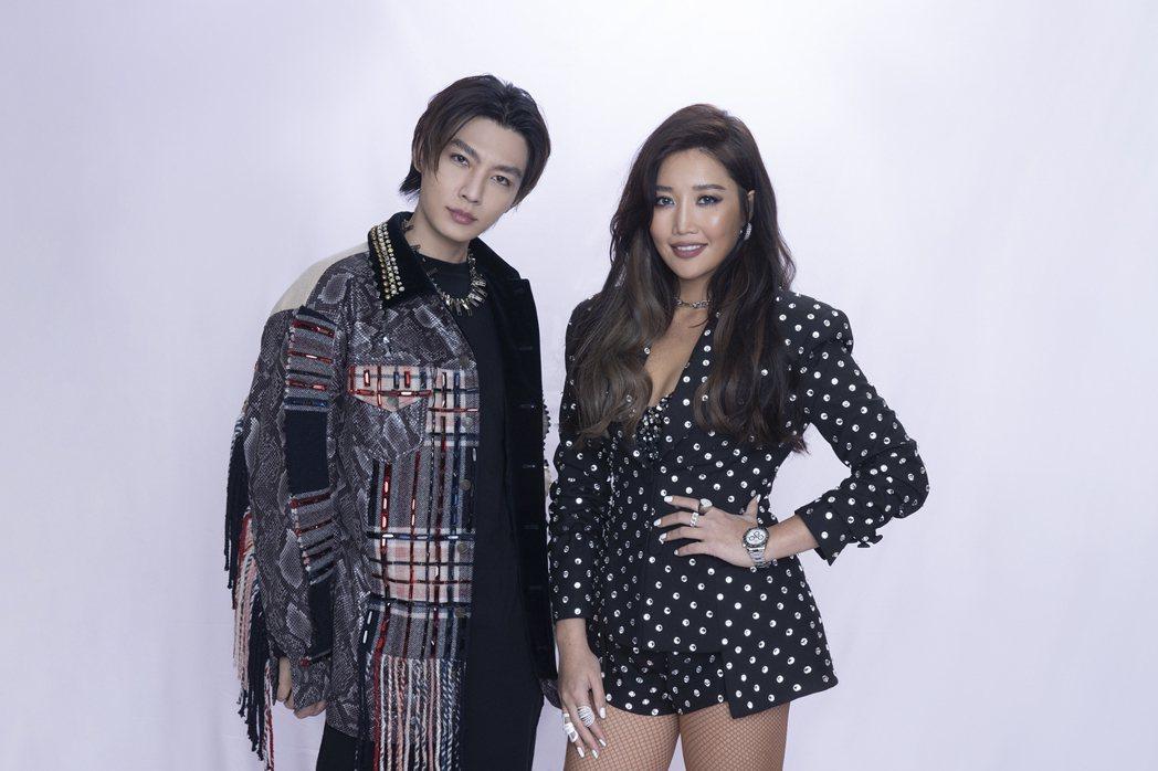 炎亞綸(左)與A-Lin出道多年無交集,這次在「紅白」後台終於有機會聊到天,話閘...