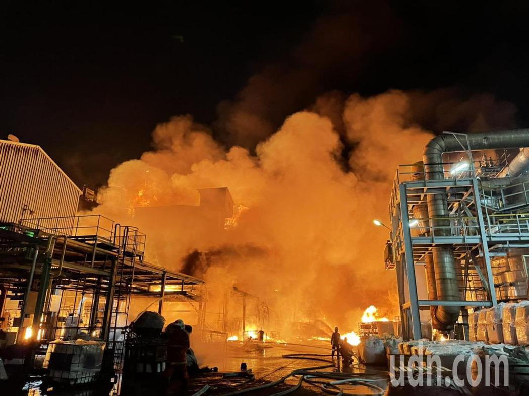 林園工業區聯成化科林園廠發生大火。圖/翻攝