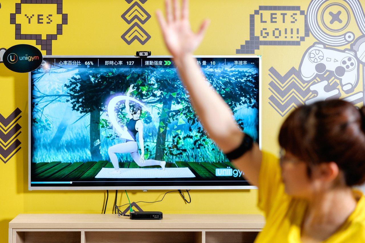 加入聲光效果的運動課程,讓民眾運動時更添趣味。記者陳軍杉/攝影