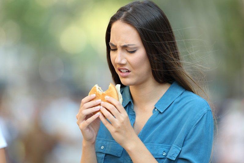 科學家發現有10%的新冠肺炎患者會發展成「嗅覺倒錯」(parosmia),使他們聞到本來應該氣味不錯的東西,如食物、肥皂和伴侶,變得令人作嘔。示意圖/ingimage