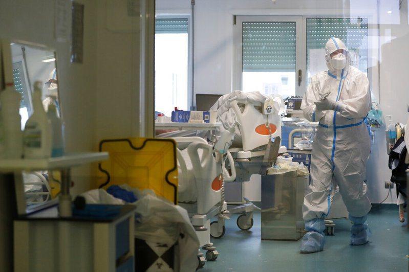 葡萄牙近日成為全球新冠肺炎新增確診率最高國家,一個月內新增30萬病例,讓國內醫療體系瀕臨崩潰。美聯社