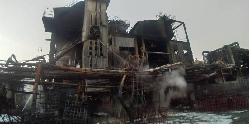 高雄林園工業區聯成化工昨夜發生大火,所幸無造成傷亡。記者徐白櫻/翻攝