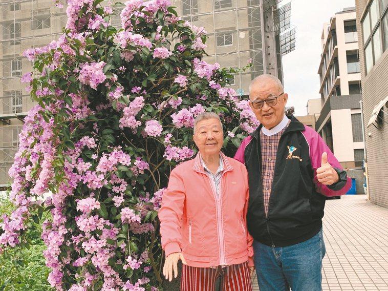 退休後,王建煊(右)經常到各地教會演講,身旁一定有妻子蘇法昭如影隨形。本報資料照...