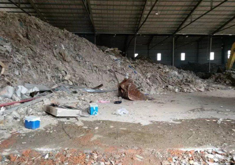 林口工一廠房遭堆廢棄物,侯友宜:不排除剔除重劃區。圖/新北市環保局提供