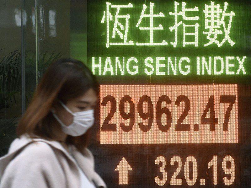 香港股市最近因大陸資金「北水南下」,把港股恒生指數炒出逾3萬點的新高。中新社