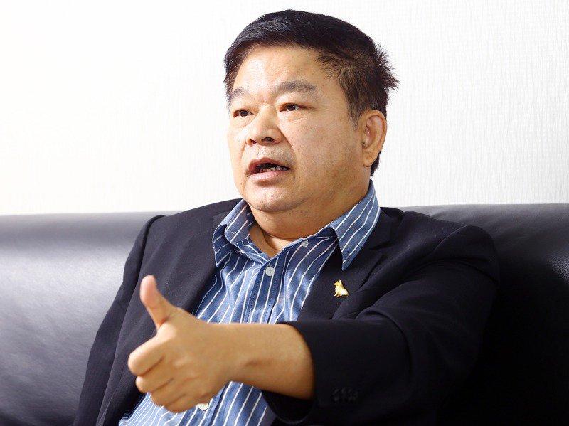 台車董事長蔡煌瑯接受本報專訪表示,台灣軌道產業起步慢、練兵機會不足,現況只能「幫外國人打工」,須透過與國外大廠合作,一步步學習大廠技術。記者杜建重/攝影