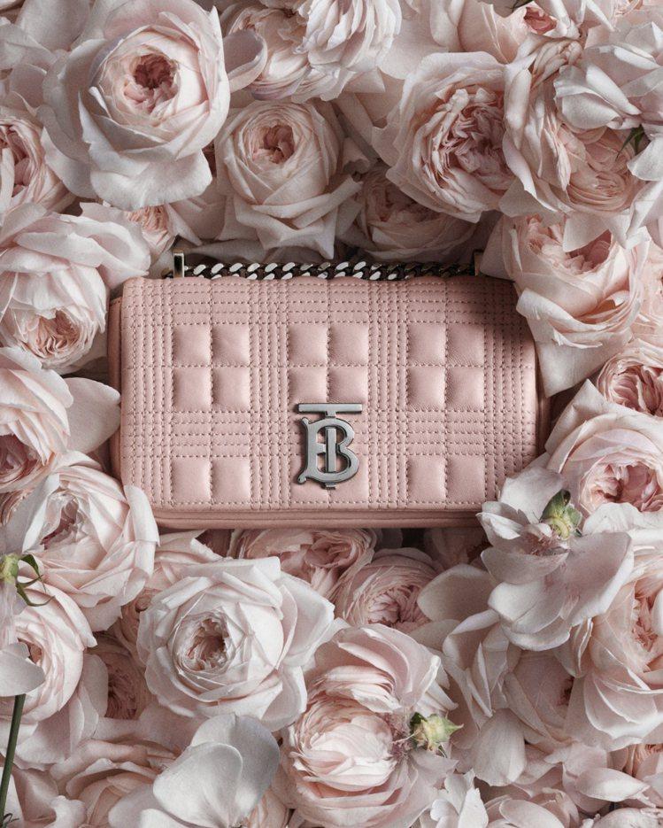 BURBERRY迷你絎縫羔羊皮Lola包,41,500元。圖/BURBERRY提...