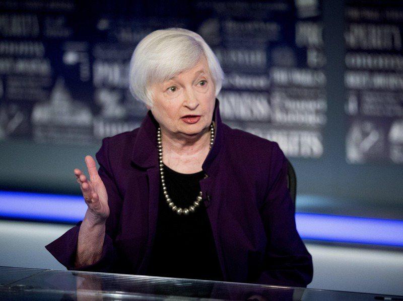 葉倫常上節目討論財經政策。 美聯社