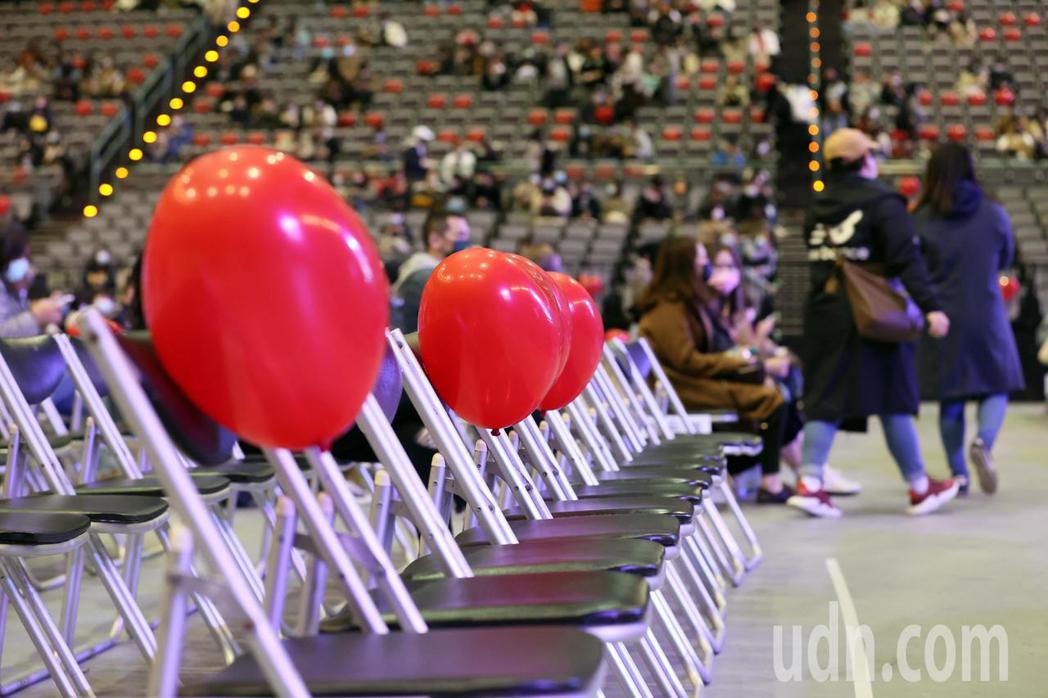 三屆金曲歌后蔡健雅舉辦2021世界巡迴演唱會《給世界最悠長的吻》,主辦方以防疫最...