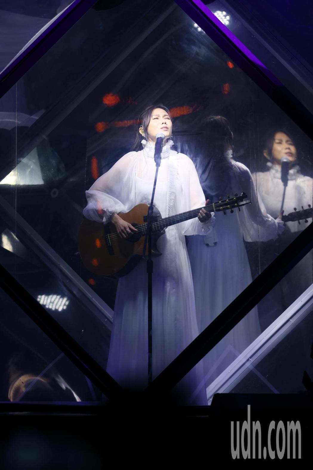 三屆金曲歌后蔡健雅舉辦2021世界巡迴演唱會《給世界最悠長的吻》,蔡健雅以「達爾...