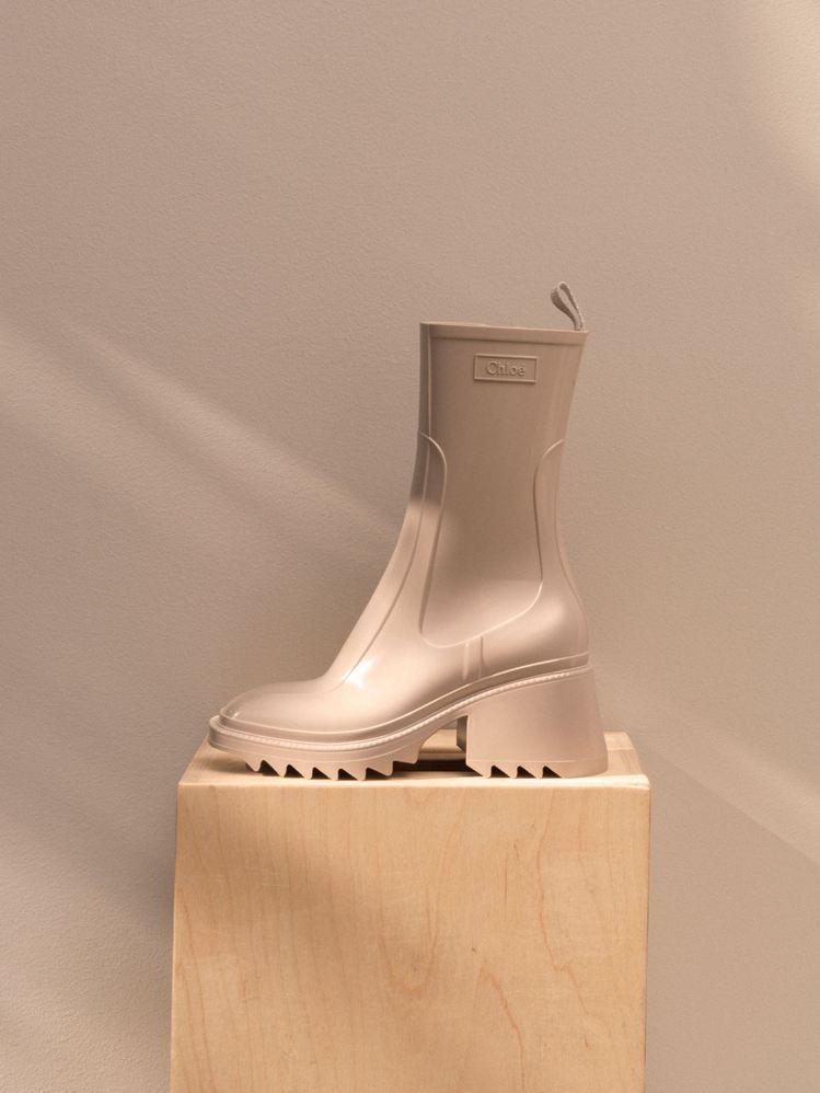 Chloé Betty灰白色防水短靴,17,200元。圖/Chloé提供