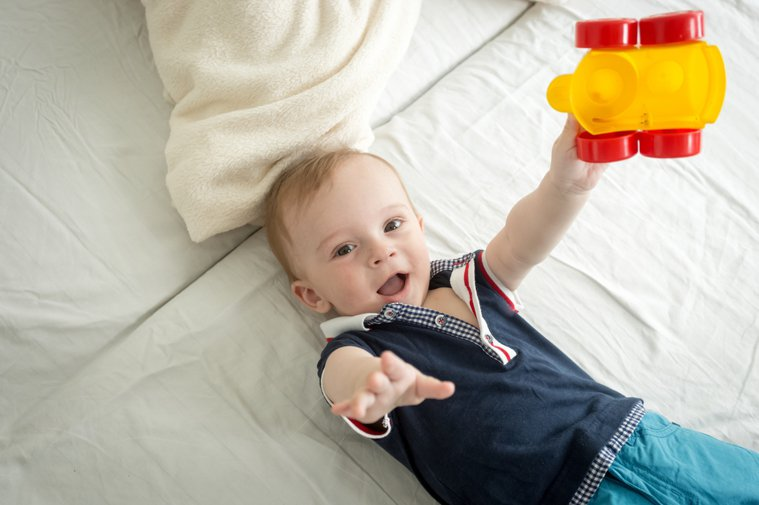 玩具可說是孩子的好朋友,同時也有助於啟蒙發展、感覺統合,但讓孩子玩玩具的同時,也...