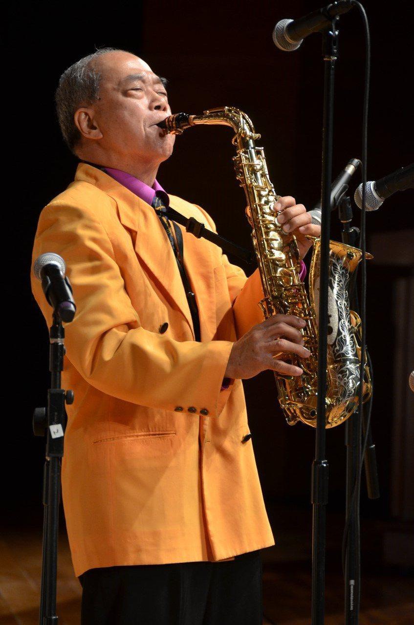 國寶級的薩克斯風演奏家番王老師(王吉宣)於31日凌晨過世,享壽80歲。圖/華風文...