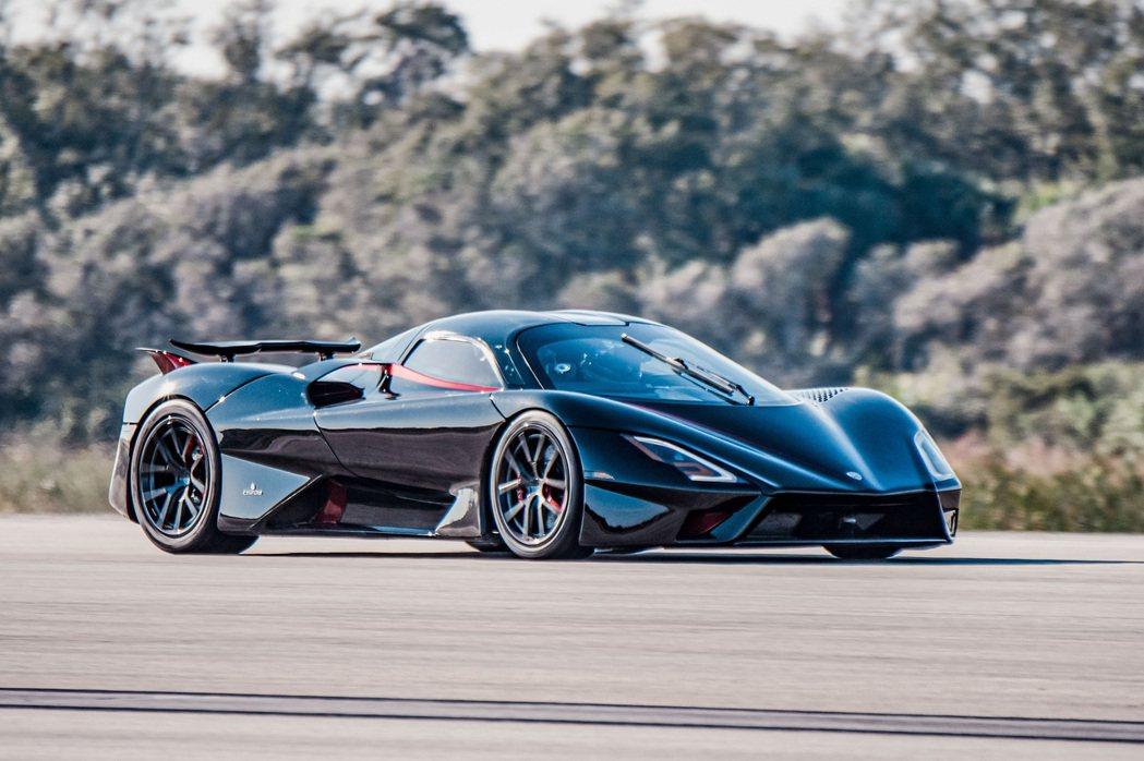 SSC Tuatara以455.3 km/h成為最速量產車。 摘自SSC