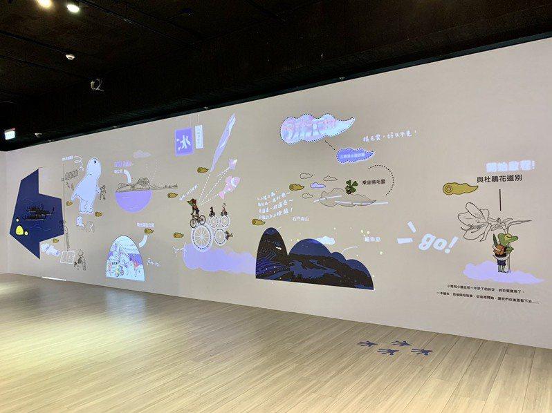 近10米互動光雕牆是這次在府中15特展「轉角的29種練習」最大亮點,展期至4月25日。圖/新北市文化局提供