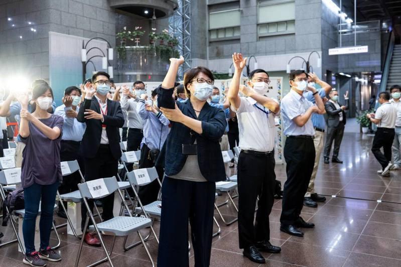 北市府免費提供勞條健檢師輔導服務,雇用勞工數100人以下事業單位可申請。圖/北市勞動局提供