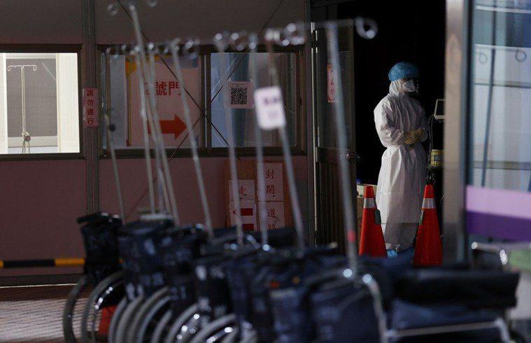 衛福部桃園醫院新冠肺炎群聚延燒,其中案889曾前往桃園平鎮某醫院就醫,引發民眾揣...