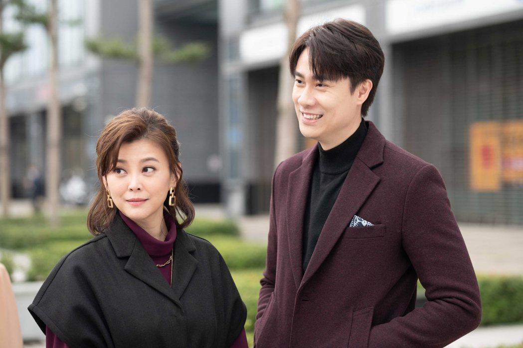 方馨(左)與劉書宏回歸「女力報到」,上演婚後生活。圖/TVBS提供