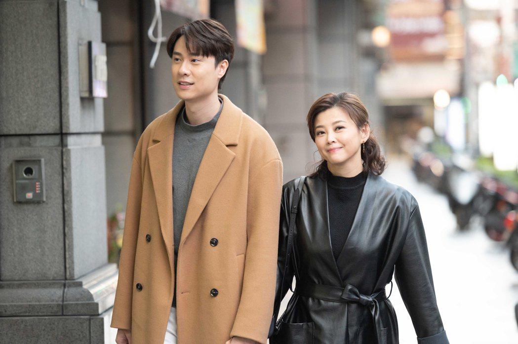 方馨(右)與劉書宏回歸「女力報到」,上演婚後生活。圖/TVBS提供