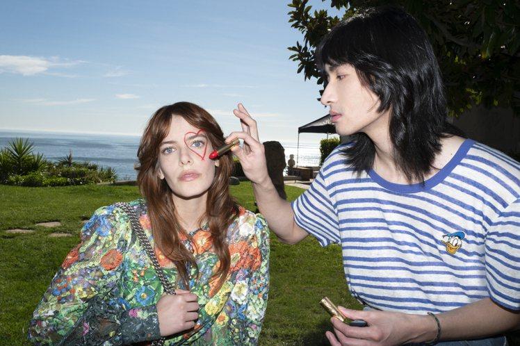在《Gucci Love, Love & Love》雜誌中,攝影師Elterma...