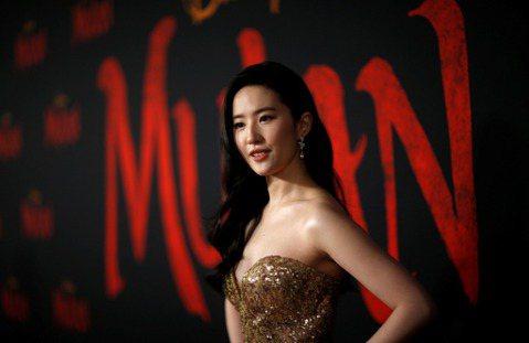 好萊塢近年來努力拉攏亞裔觀眾,除了在電影裡安排更多重要角色給亞裔外,也開發以亞裔領銜的題材。只是從迪士尼真人版「花木蘭」到漫威要推出的「上氣」,都碰到一個大難關:好萊塢電影公司期待能一口氣吸引亞洲觀...