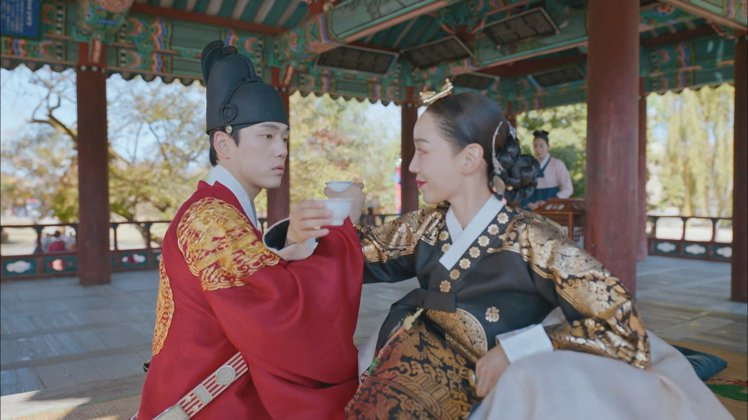 申惠善和金正鉉喝起交杯酒。圖/friDay影音提供