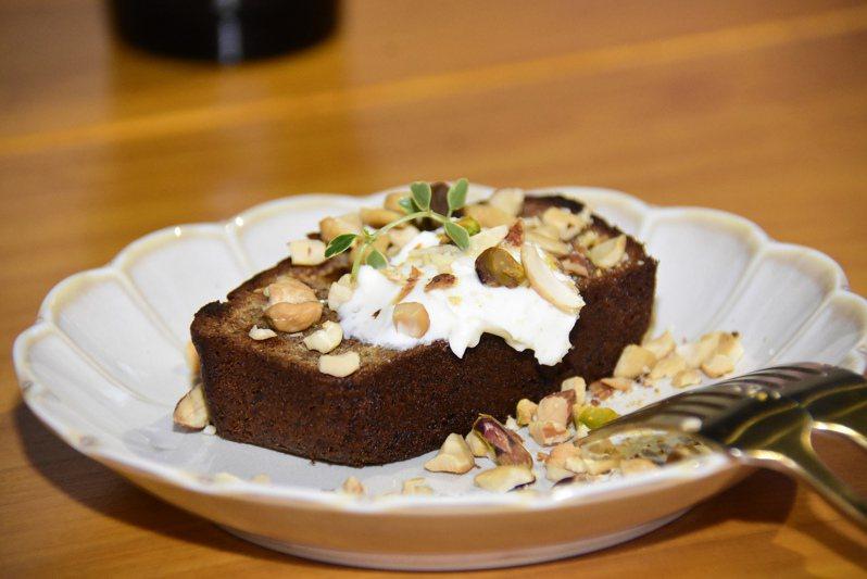 北斗「與咖啡」的招牌甜點香蕉蛋糕就是店長在澳洲學到的風味甜點。圖/彰化縣政府提供