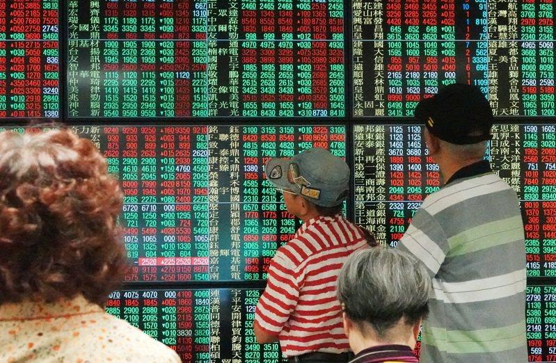 瑞銀證分析,台股短線有四隱憂,建議布局先防禦、後攻擊,熱錢近期逆勢買入三低股。(本報系資料庫)