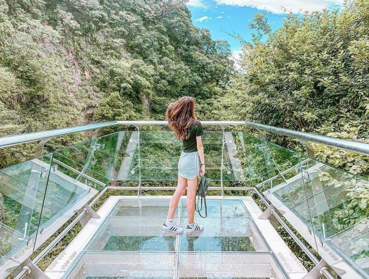 來到小烏來風景區絕對不能錯過的兩個景點就是透明玻璃的「小烏來天空步道」和號稱全台...