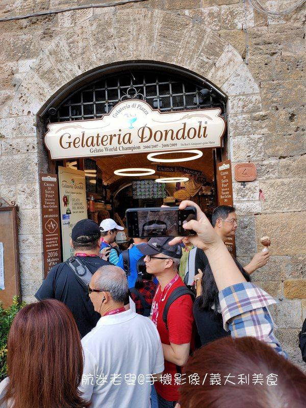 作為意式街頭文化的靈魂角色,義大利的傳統手工冰淇淋不得不提,無論春夏秋冬,不管是在家裡、在路上義大利人都能優雅地吃冰淇淋。