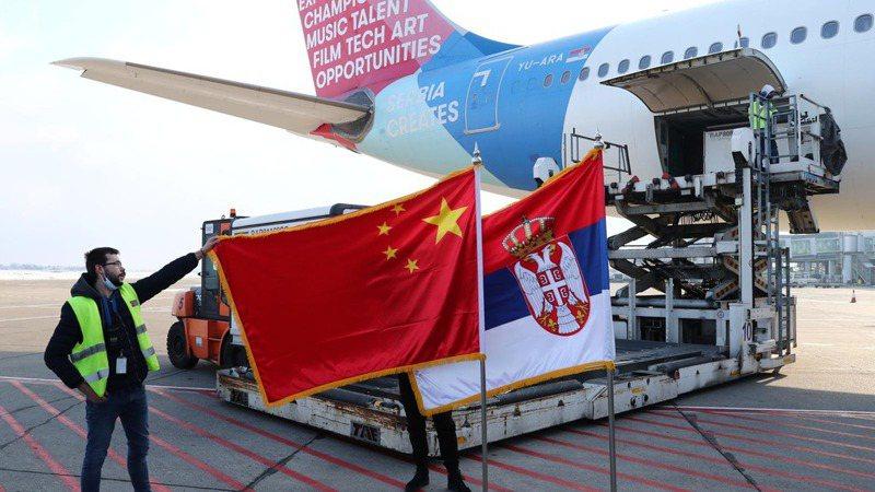 塞爾維亞在歐洲疫苗競賽領先,因取得100萬劑大陸國藥集團新冠疫苗。香港經濟日報