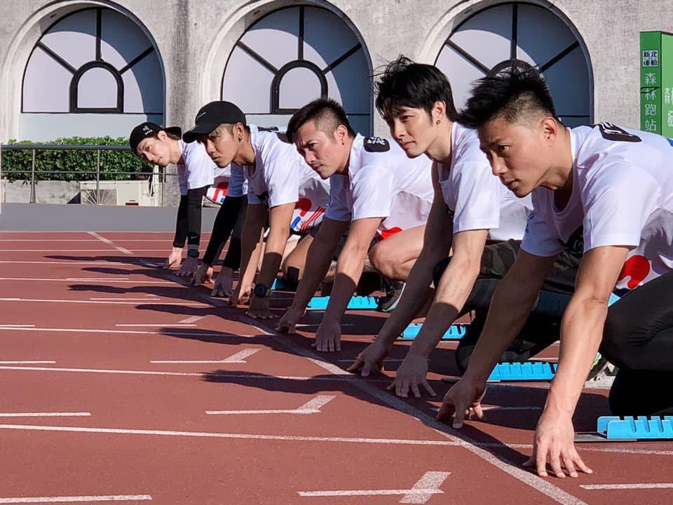 小刀與范逸臣、鼓鼓等選手同場競跑。圖/摘自臉書