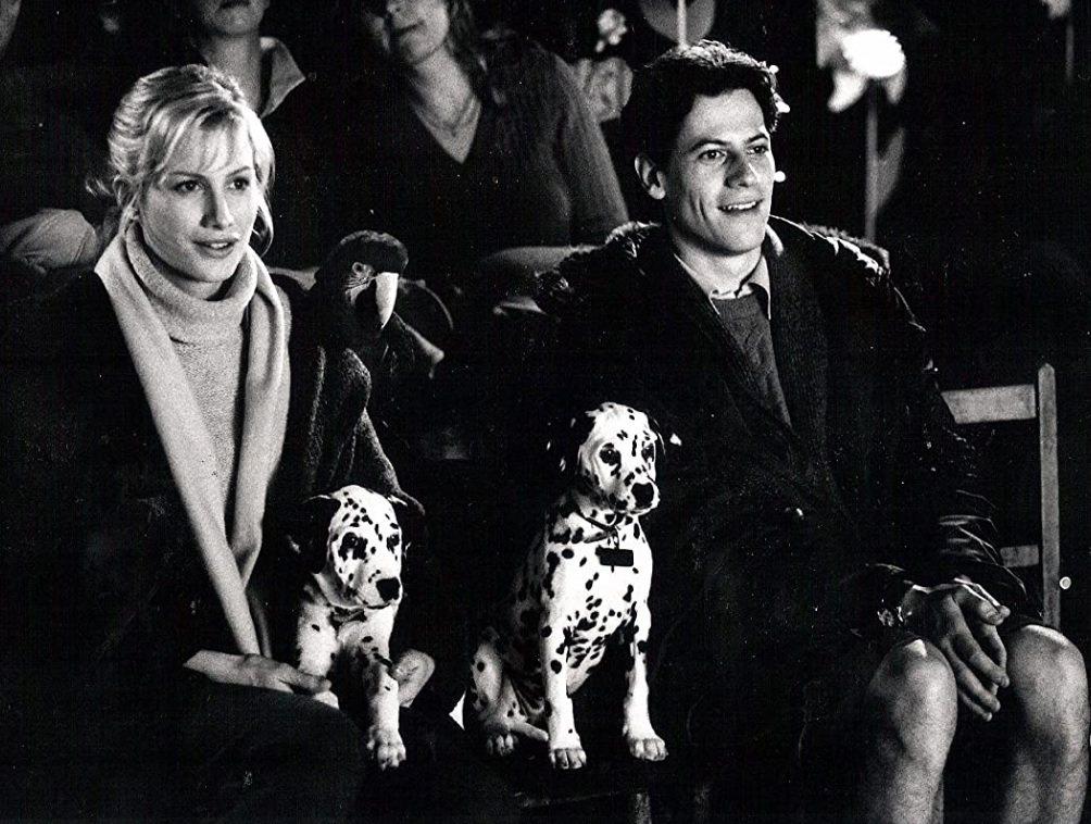 尤恩葛魯菲與艾莉絲伊凡因合演「102真狗」結緣。圖/摘自imdb