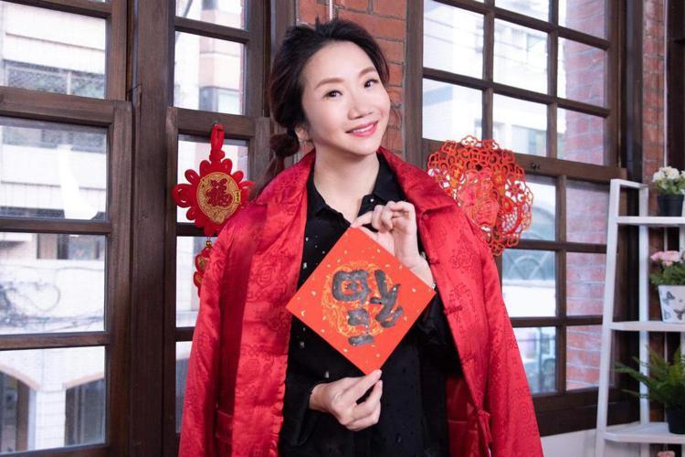 陶晶瑩今錄「陶口秀」訪問台北市長柯文哲,她原先要在台北小巨蛋開唱,但受疫情影響只能先延期,她說不覺得可惜,「如果如期舉行,有很多海外歌迷都不能來,我不會擔心延期影響到票房,相反的,等疫情過去了,我覺...