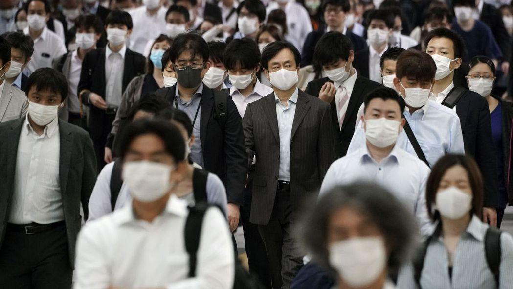 全球疫情警報未解,近期金融市場震盪再現。 (美聯社)