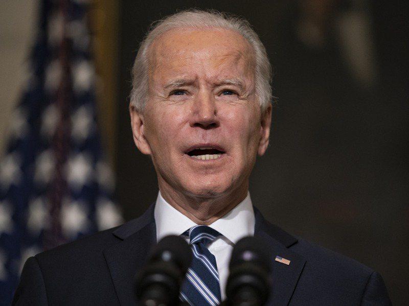 美國總統拜登廿七日在白宮國宴廳發表對抗氣候變遷政策。美聯社