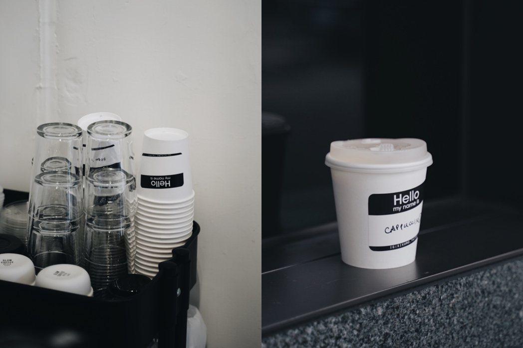 「kikumo菊も」外帶咖啡的杯身貼紙藏有小彩蛋。 圖/沈佩臻攝影
