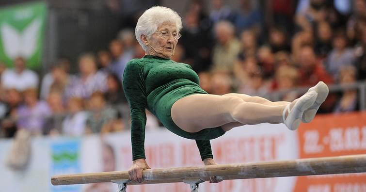 這位 90歲德國阿嬤,身輕如燕的體態與身手,許多看似高難度的動作,讓人都不好意思...