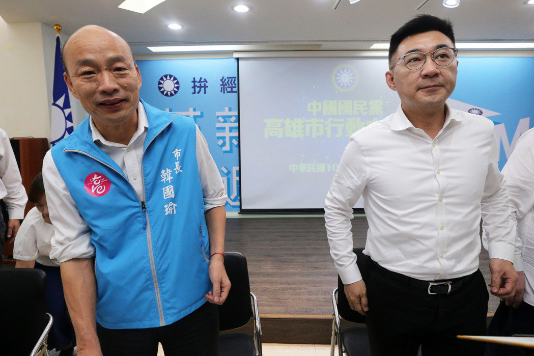 韓國瑜、江啟臣2020年6月出席高雄市行動中常會。 圖/聯合報系資料照
