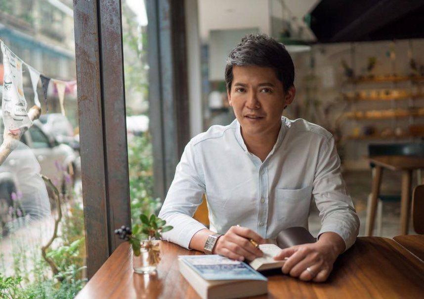 在英國取得雙碩士學位,回台灣他把旅遊與人文故事結合。 圖/謝哲青臉書粉絲專頁