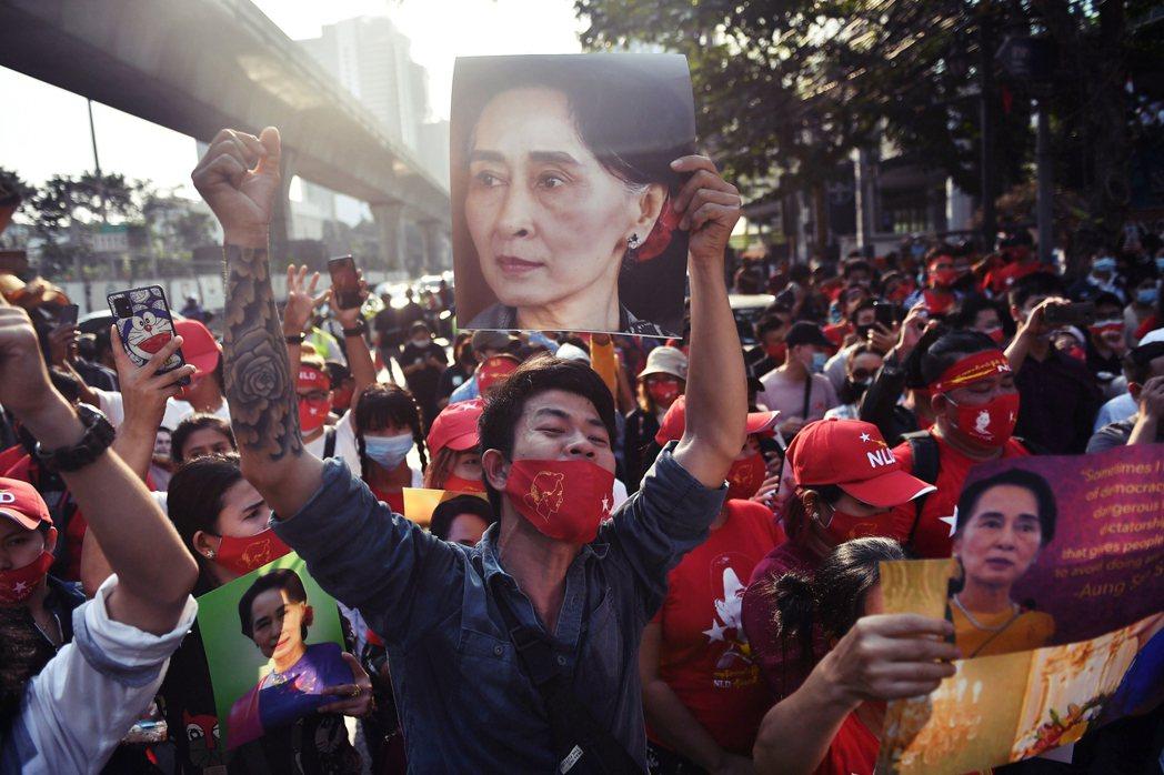 「今日緬甸,昨日泰國!」在社群網路上,許多泰國民眾也對於緬甸政變感到同仇敵愾,無...