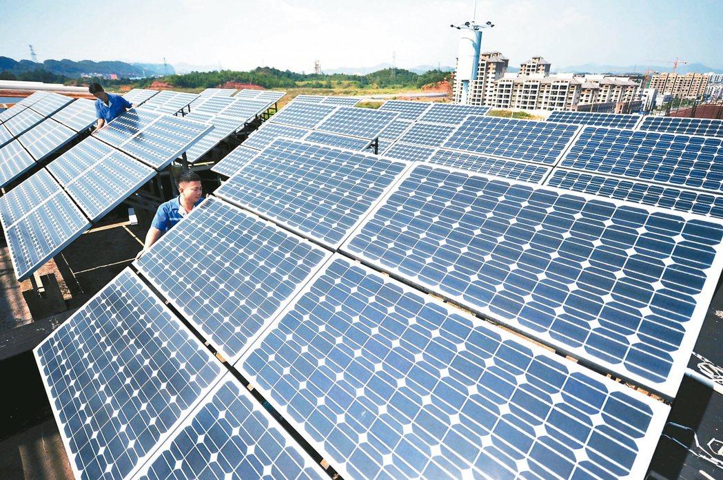 氣候變遷已演變成氣候危機,台灣約有數十家「前段班」企業參與國際倡議,承諾減碳目標...