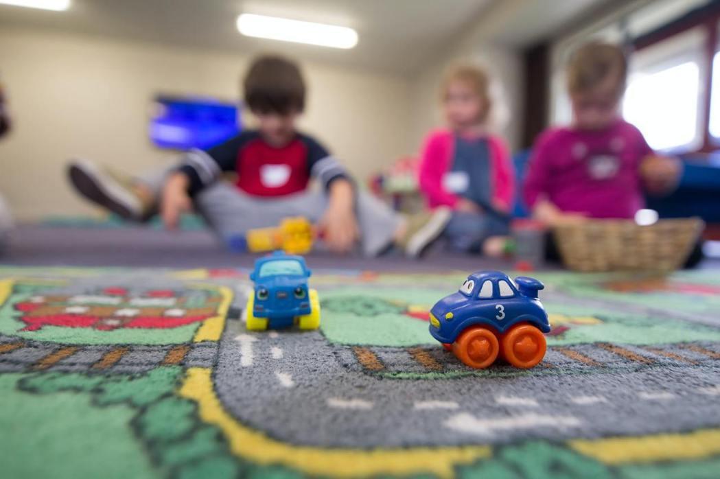 陪伴主角長大的玩具們,被交到下個小主人找到重生的機會。無法陪伴主人的玩具,不再只...
