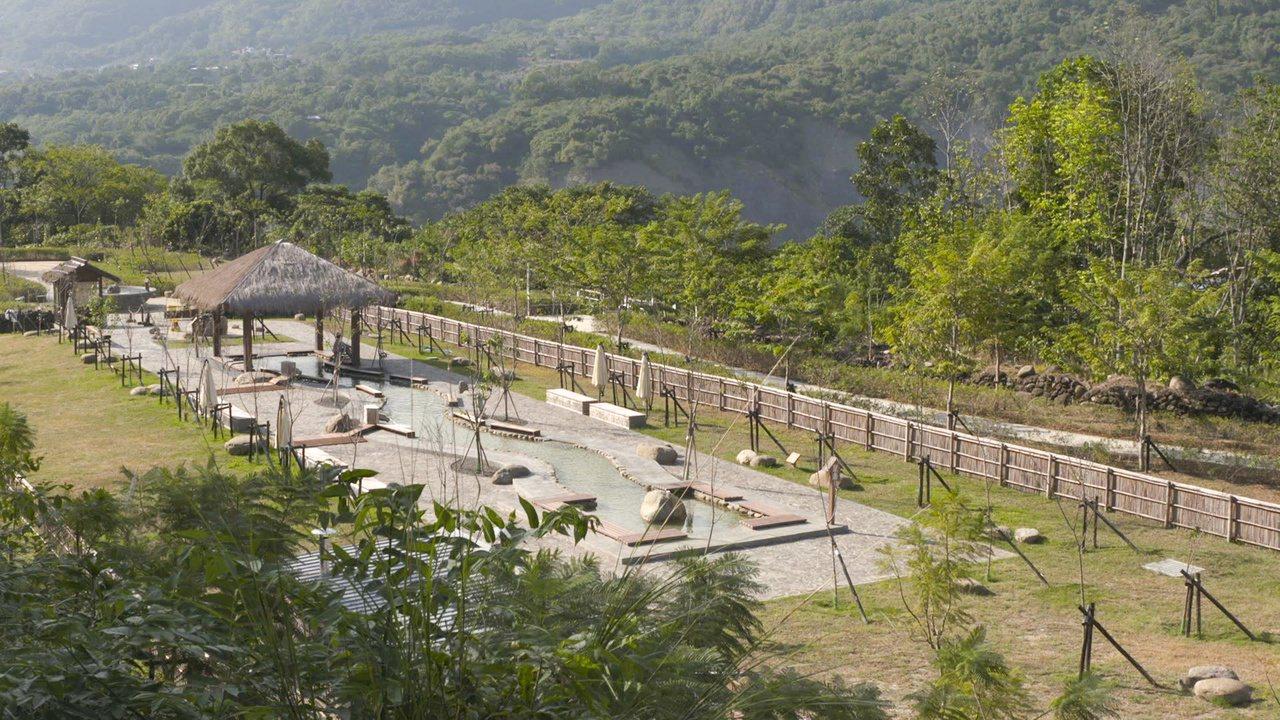 去年1月重新啟用的「花賞溫泉公園」,可泡湯又可露營。 圖/茂林國家風景區管理處提...