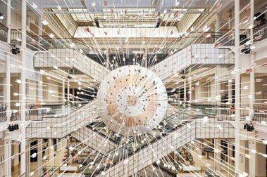 888支箭射向靶心!法國藝術家「Prune Nourry特展」隱喻自身對抗乳癌經歷